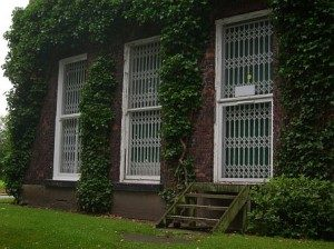 multiple-window-retractable-gates-